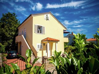Spacious Apartment in Vantacici near Sea