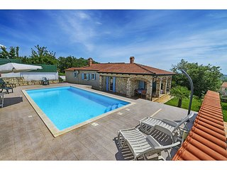 Authentic holiday home with private pool and covered terrace !