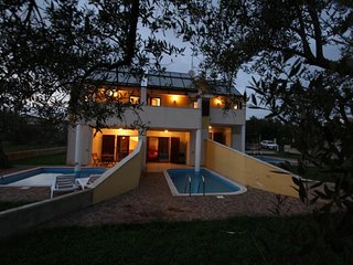 Spacious holiday home with private swimming pool and balcony !