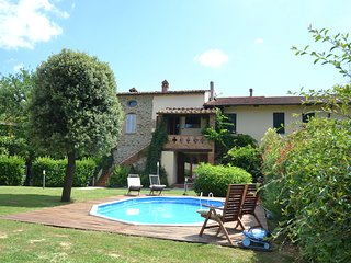 Cozy Holiday Home in Arezzo Italy with Pool