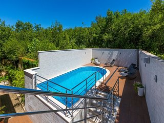 Nice apartment with terrace and  swimming pool !