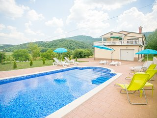Comfortable apartment with a shared swimming pool for up to 6 persons
