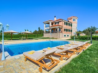 Beautiful villa with private  pool, welness area, big garden with BBQ, taverne
