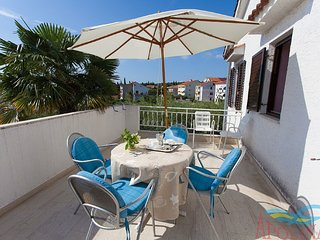 Nice apartment with terrace and grill for use !