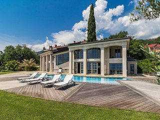 Exceptional  luxury villa with pool,wellness and jaccuzzi. Sea view !