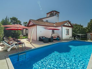 Comfortable Villa in Porec with Private Swimming Pool