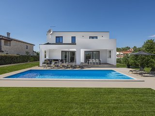 Brilliant Villa in Porec Croatia With Swimming Pool