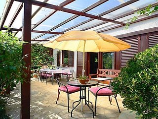 Nice  holiday home with beautiful garden, BBQ, covered terrace, 4km from the sea