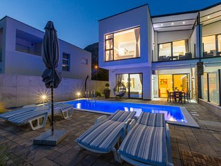 Modern Holiday Home in Grižane with private swimming pool