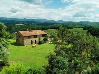Fantastic in the heart of Umbria situated farm house with very spacious garden