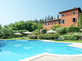 4 star apartment in complex with swimming pool, tennis court, sauna and gym.
