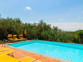 Child-friendly Farmhouse in Montecatini Terme with Jacuzzi