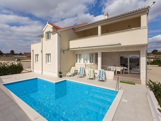 Cosy Villa in Vodice with Pool