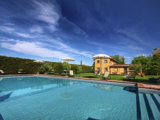 A well kept apartment near Cortona.