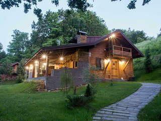 Amazing chalet with  private garden, jacuzzi, sauna, great location by the river