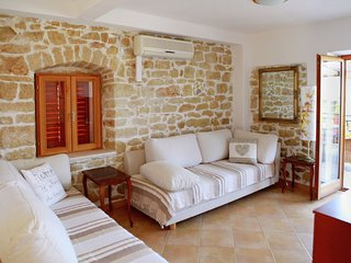 First floor apartment with a terrace overlooking the bay , near beach