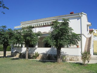 Comfortable apartment with roof terrace and sea view,150m distant from the beach