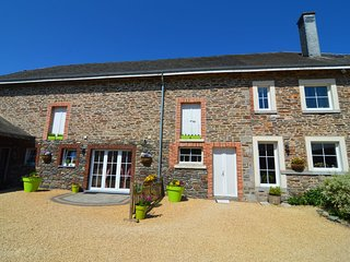 Beautiful gîte in former farmhouse with garden in Tillet (Saint-Ode)