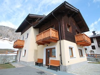 Stunning Holiday Home in Livigno near Ski Lift