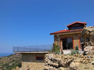 Villa with panoramic terrace, natural swimming pool, 7 km from the sea