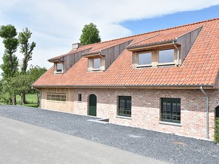 Deluxe villa with private bathrooms located on the Ijzer and close to Diksmuide