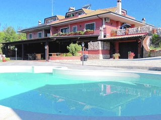 Swimming pool, close to Rome, in the Rome countryside, WiFi