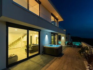Luxurious Villa in Grizane with Jacuzzi