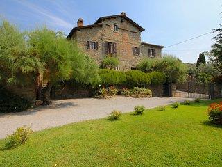 Modern Villa in Cortona Italy with Pool