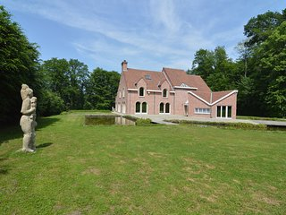 Luxurious Mansion in Brakel with Pond