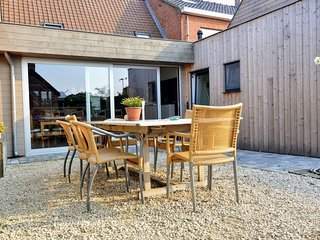 A recently renovated accommodation in the charming village of Haringe.