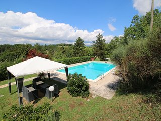 Chalet with private pool and large garden, in the hills surrounded by forests