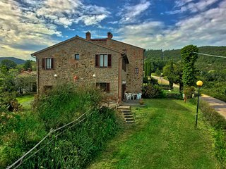 Plenty to enjoy at this comfortable, rural property in the heart of Italy