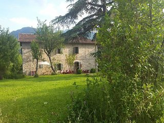 Former farmhouse in the Apennines with swimming pool and a magnificent panorama.