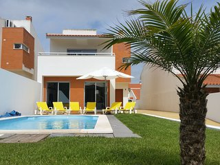 Modern Villa situated in Sao Martinho do Porto with Barbecue