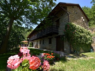 Discover Piemonte from this detached villa with private swimming pool in the vil