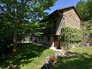 Detached villa with private pool near vineyards