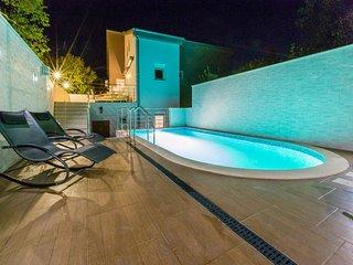 Modern Apartment in Dramalj with Swimming Pool