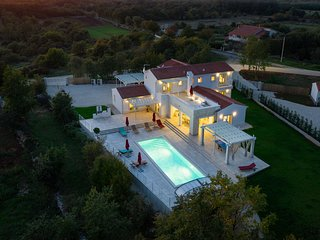 Extraordinary luxury design villa with pool,spa and wellness !