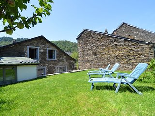 Quaint Cottage in Alle with Garden