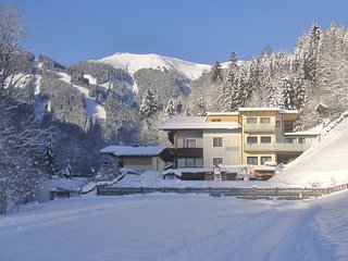 Spacious Apartment in Zell am See with Skiing Nearby