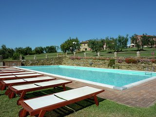 Cozy Holiday Home in Capraia e Limite with Swimming Pool