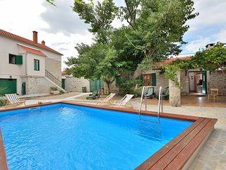 Stylish Villa in Smilcic with Swimming Pool