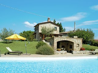 Experience the real Italian life in this gorgeous villa with private pool