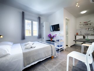 Modern Apartment in Komiža with Verandah