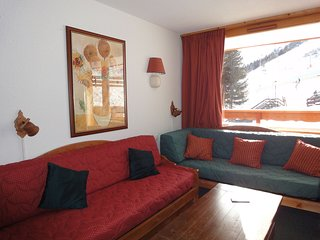 Spacious apartment with south-facing balcony next to the slopes in Meribel-Motta