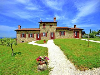 Villa with private pool in the hills near Cortona, beautiful surroundings