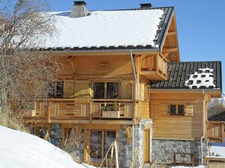 Comfortably furnished chalet just 80 m. from the slopes