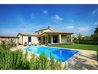 Beautiful holiday house with private pool and terrace !