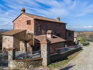 Provincial Villa in Cortona Tuscany with Pool