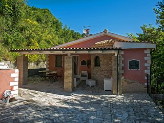 Villa with private swimming pool and charming garden, lots of privacy, beautiful